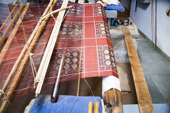 patola-saree-loom-craftsvilla